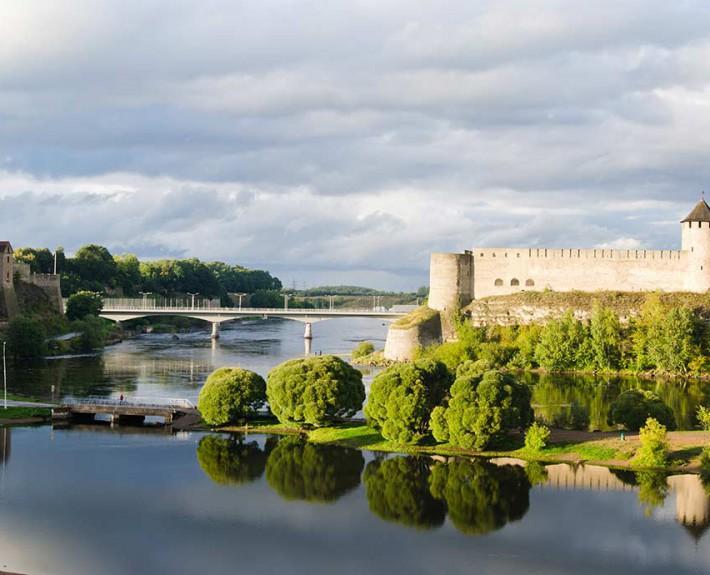 Estonia_Narva_border-of-Estonia-and-Russia