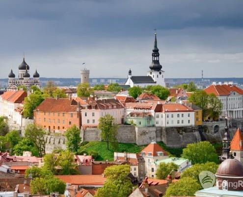 Estonia_Tallinn_View of the Toompea hill_shutterstock_12857710